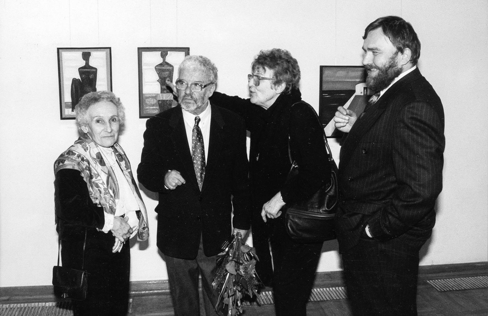 Na otwarciu wystawy w BWA w Krakowie, 1994