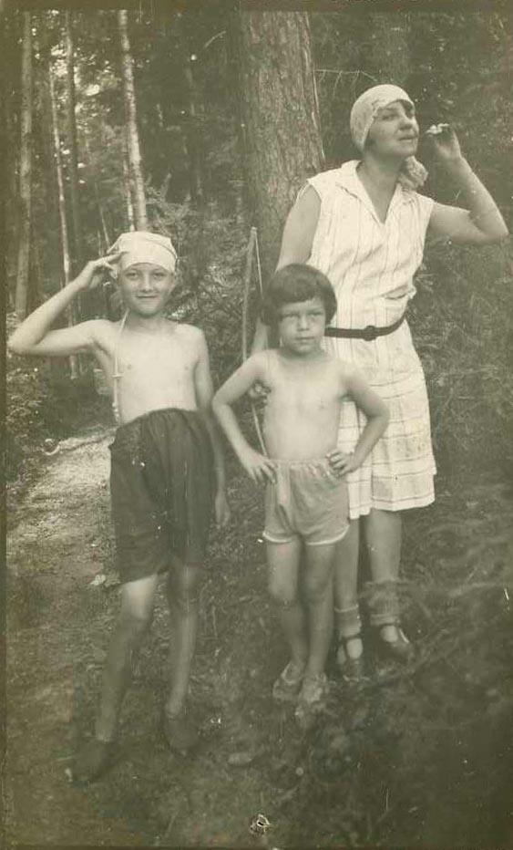 Na wakacjach w Bieczu, ok. lat 20.