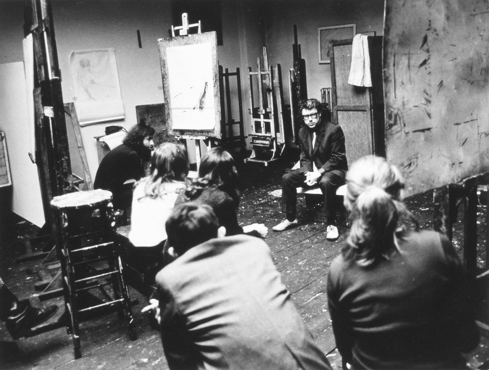 Ze studentami w pracowni, ok. 1972