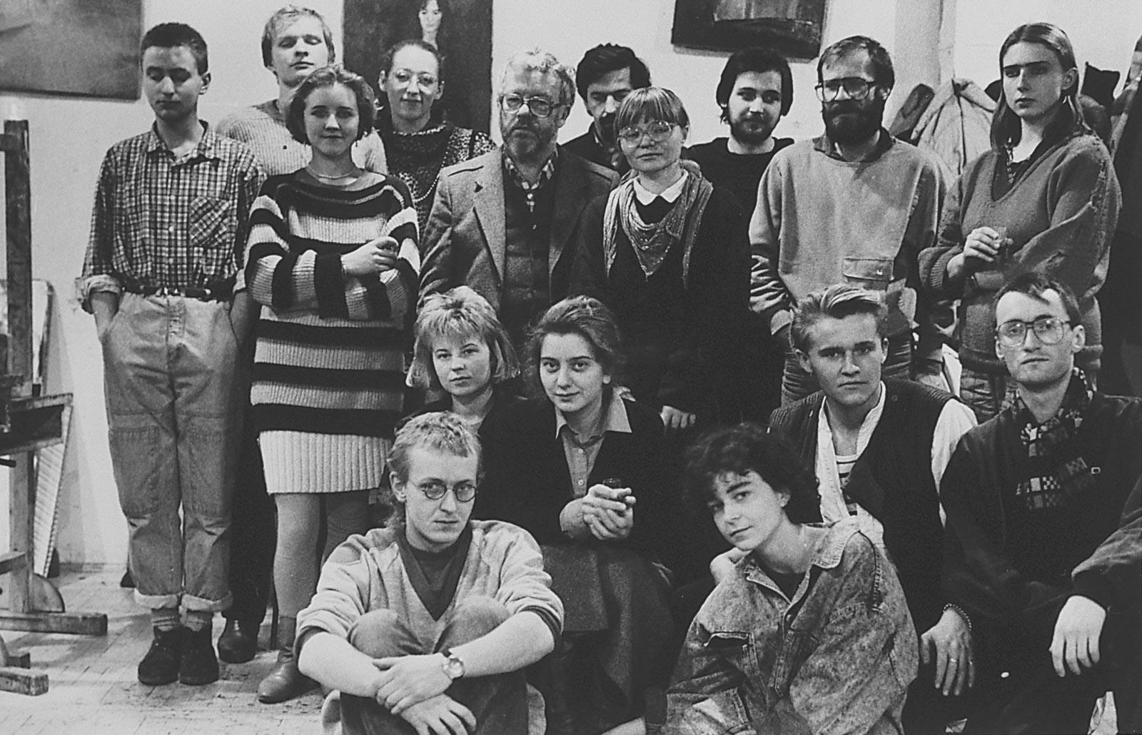 Zdjęcie grupowe w Pracowni ASP, ok. 1990
