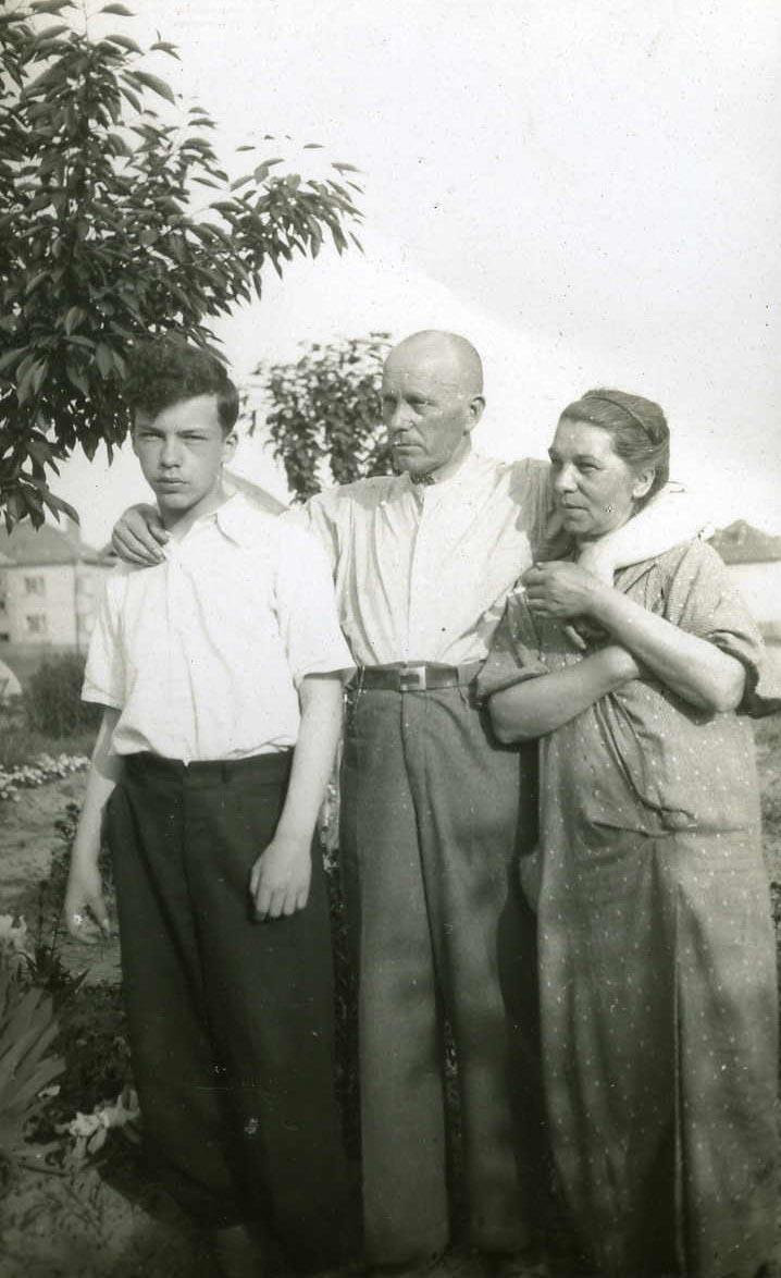 Z rodzicami, ok. 1939